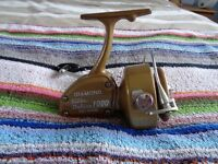 Vintage Diamond Super Deluxe 1000 Fishing Reel.