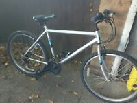 Men's mountain bike with 26 inch alloy wheels good tyres 21 gears in good working order
