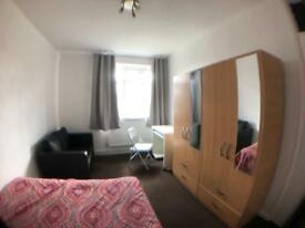 2 DOUBLE AVAILABLE NOW ONLY 6MIN WALK FROM MILE END STATION