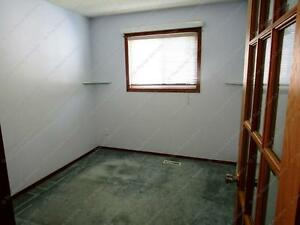 LARGE 3 BED+ DEN, 2.5 BATH WITH DBL ATTACHED GARAGE IN N.W. Edmonton Edmonton Area image 7