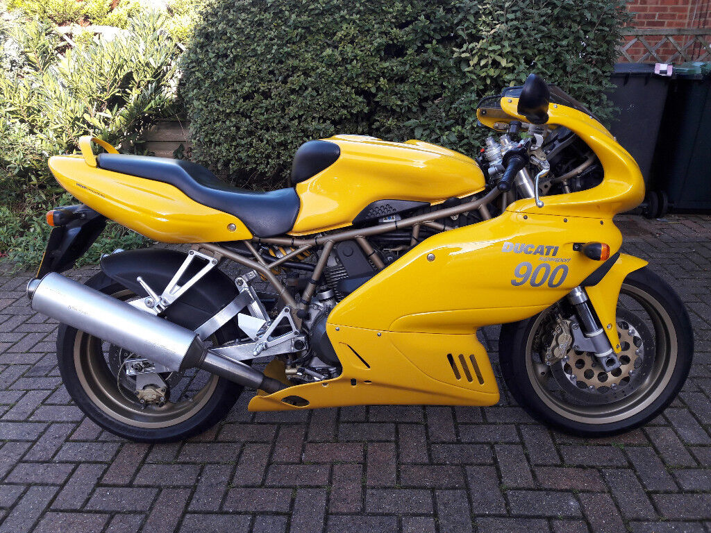 Ducati 900SS Fuel Injection 2001 Excellent original condition only 17,500 miles