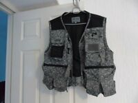 Wychwood flyfishing vest in perfect condition