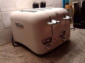 Delonghi Argento White 4 Slot Toaster