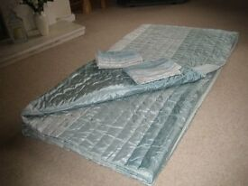 Super King bed cover plus a pair of pillow slips.