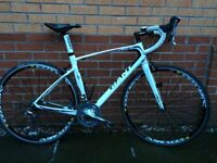 Giant Defy Road bike 1014 with carbon wheels size M