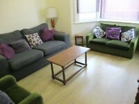 SUPER SPACIOUS 5 DOUBLE BEDROOM 2 BATHROOM HOUSE 2 MINS WALK TO ZONE 3 TUBE, BUSES & SHOPS