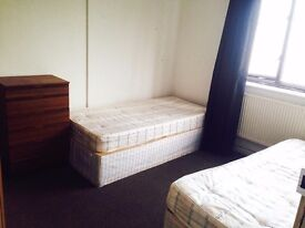 LOVELY TWIN ROOM TO RENT IN CALEDONIAN CLOSE TO THE TUBE STATION LOVELY AREA TO LIVE 96D
