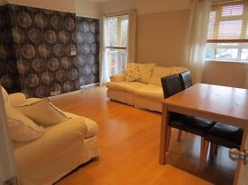 A spacious modern 3 double bedroom top floor flat in East Finchley with wood floors throughout N2
