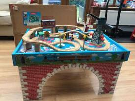 Thomas Tank Engine Wooden Railway Train Table (Learning Curve)