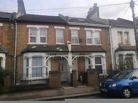 SPACIOUS NEWLY REFURBISHED 1 BEDROOM FLAT BY CATFORD STATION.
