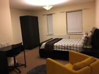 Large double ensuite room - all bills included