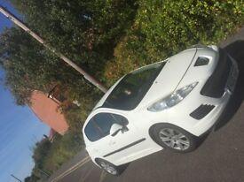 Turbo Diesel 1.4 white pearl Peugeot 207 Low Mileage