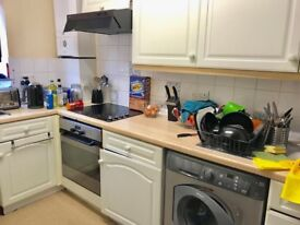 2 Bedroom Apartment, Private Parking W4