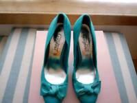 Cute teal heels, size 5