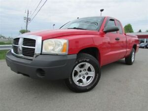 2005 Dodge Dakota ST V8 4.7L A/C CRUISE GR REMORQUAGE!!!