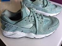 Girls / ladies Huaraches size 4
