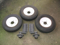 VERY GOOD CAR, VAN OR BOAT TRAILER SPARE PARTS. 3X WHEELS & TYRES PLUS INDESPENSION UNITS, HUBS.