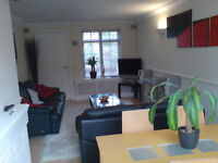DOUBLE ROOM IN PARK GATE (NEAR WHITELEY ) TO RENT IN MODERN HOUSE FOR PROFESSIONAL PERSON .