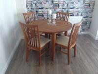 SOLID OAK ROUND EXTENDABLE DINING TABLE & 6 CHAIRS, EXCELLENT CONDITION!!!