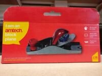Lightweight cast iron body with carbon steel blade Lightweight and easy to use