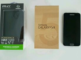 Samsung Galaxy S5 (unlocked) with PNY Powerpack