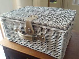 PICNIC BASKET - Beautifully Retro and Practical Picnic Basket