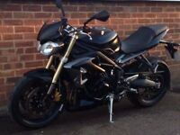 black triumph street triple