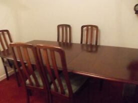MAHOGANY DINING TABLE AND SIX CHAIRS, EXTENDING TABLE