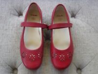 Girls CLARKS Daisy Blush Red Mary Jane Leather Shoes. Size 13.5F VGC