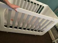 SNUZKOT MODE WHITE & GREY COT / TODDLER BED & MATTRESS (RETAILS AT £500 NEW)