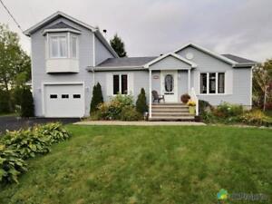 395 000$ - Maison à un étage et demi à vendre à Alma