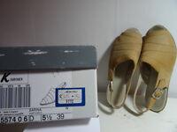 Clarks K Sarina Sandal size 5.1/2 (39)