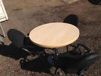 Round meeting table in beech and maple with 3 chairs. Delivery