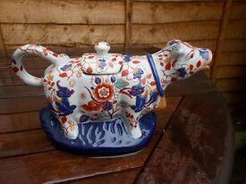 Vintage Oriental cow teapot
