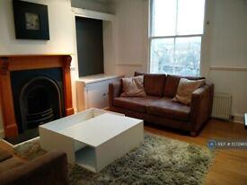 2 bedroom flat in Cairns Road, London, SW11 (2 bed) (#1072985)