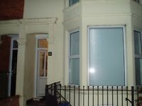 Large room for rent for single occupant in a characterful Victorian house. Quiet area. NN1 5JR