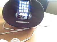 iPod touch 8 GB with Phillips docking speaker