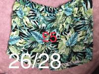 Green floral print wide leg shorts size 26/28