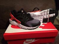 Nike huarache size 5 NEW