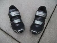 Shimano RD64 SPD Road shoe Size 40 (approx UK size 6-6.5) Hardly used- excellent condition.