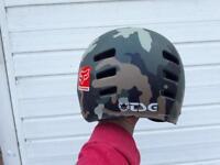 Cycle/skateboard helmet