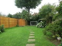 ***AVAILABLE*** 4 DOUBLE BEDROOM 2 BATHROOM HOUSE, 5 MINUTE WALK TO STATION WITH PRIVATE GARDEN !!!