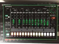 Roland TR-8 aura rhythm performer