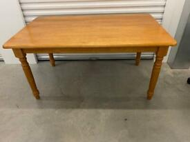 DINING TABLE. Free delivery!!!