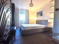 3 bedroom flat in Sulivan Court, London, SW6 (3 bed) (#980353)