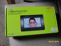 "The Technika A70 7"" Digital Photo Frame"