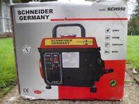 Schneider 230v / 650w petrol generator - hardly used, boxed