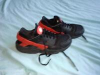 NIKE AIR HAURACHIE TRAINERS, UK Size 9