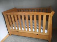 Baby couture cot bed
