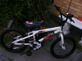 """BOYS 18"""" WHEEL BIKE IN GREAT WORKING ORDER AGE 6+ TYRES AS NEW"""